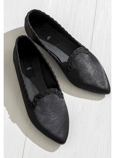 Elle Sivri Burun Ayakkabı Siyah